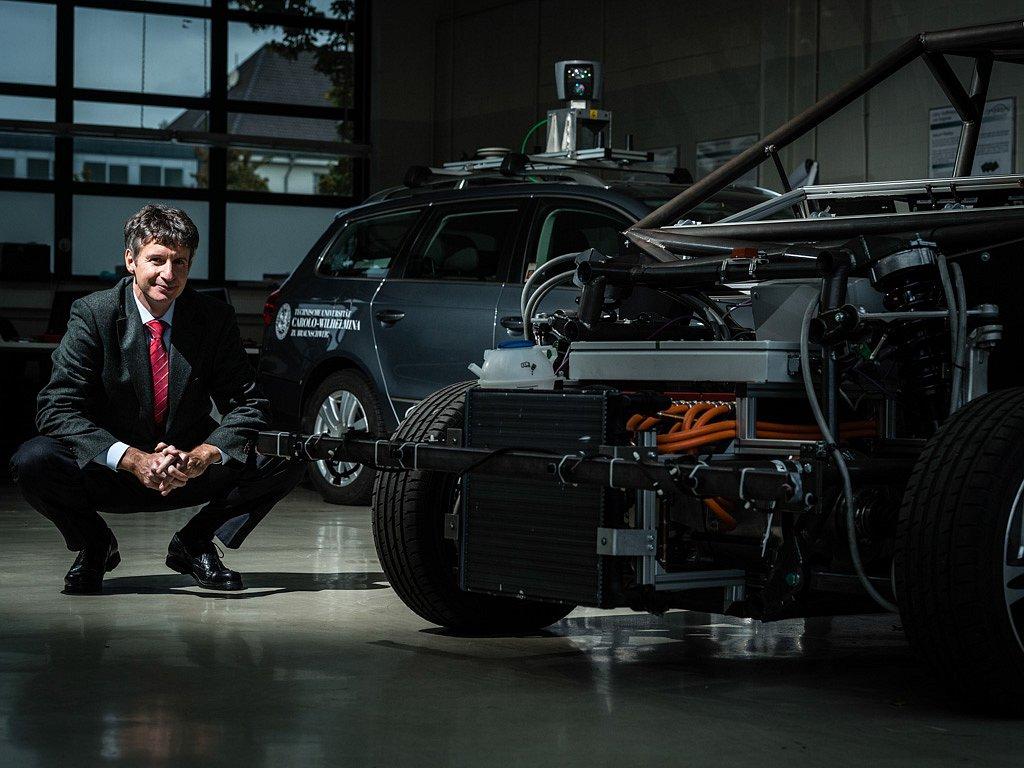 Prof. Dr.-Ing. Markus Maurer, Elektronische Fahrzeugsysteme